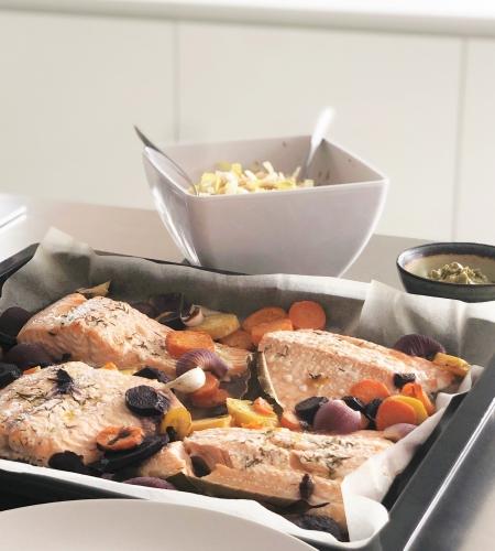 Zalm in de oven met kleurrijke wortelen, een recept voor een ijzersterke immuniteit!